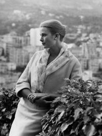 La garde-robe de Grace de Monaco exposée à Paris