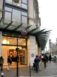 Pouvoir d'achat : les Français désertent de plus en plus les magasins de vêtements